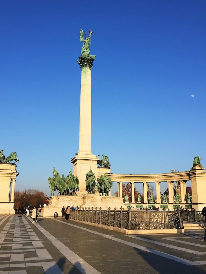 Three Days in Budapest - Heroes' Square (Ph. by Sara Pasino)